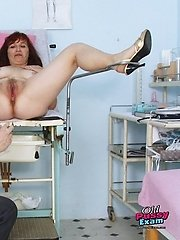 Mature gyno patient Zita speculum pussy examination at gyno clinic